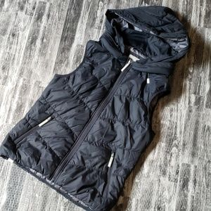 Bench. Urban wear Black puffer fitted vest hooded